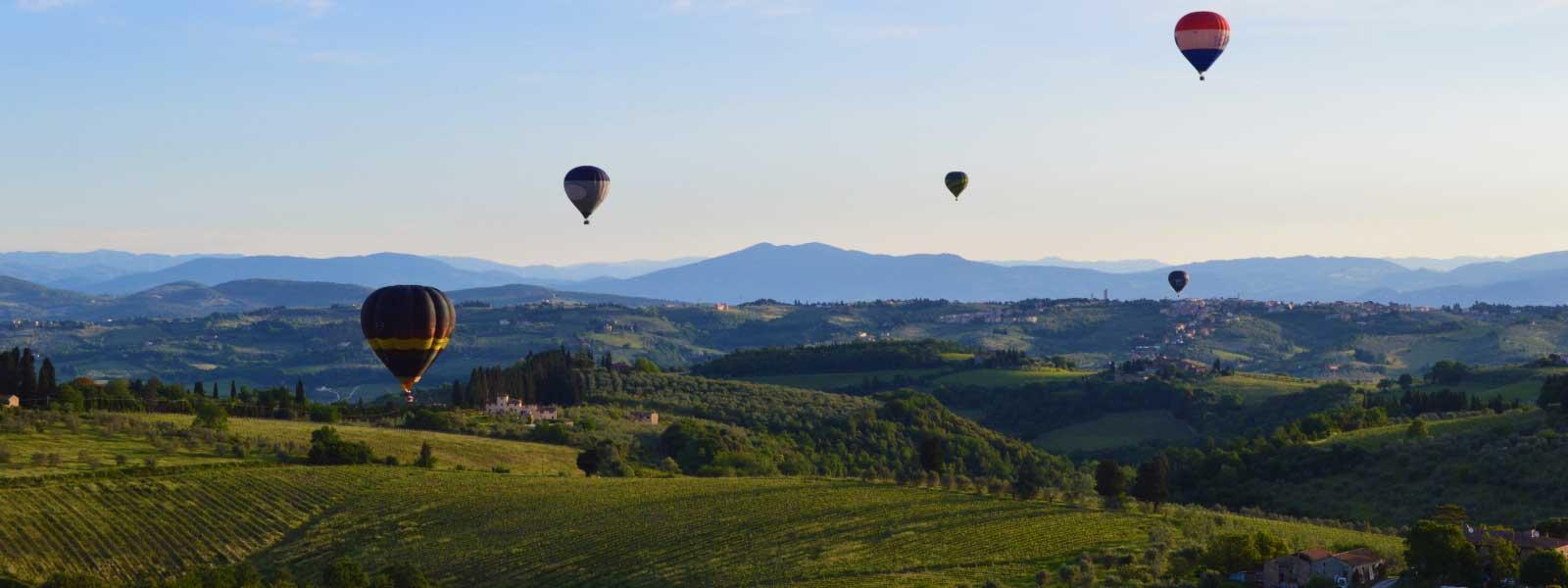 balloon-fleet-in-flight-over-the-tuscan-countryside