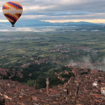 Siena-ballooning-over-city