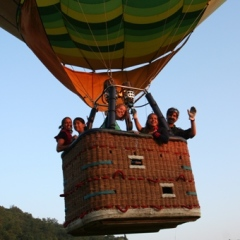 early-morning-balloon-ride-in-Italy