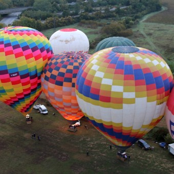 colourful-balloons-at-takeoff
