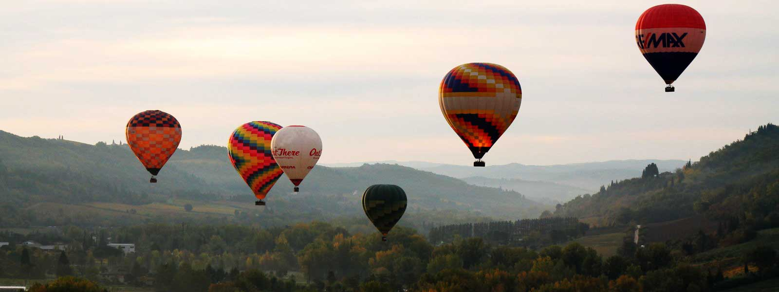 balloon-fleet-in-flight-chianti-tuscany-italy-florence