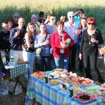 prosecco-toast-champagne-breakfast-after-landing-with-tuscany-ballooning